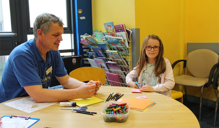Artist Paul Bokslag with Cara O'Connor, 8, from Dooradoyle, Limerick, at the paediatric outpatients clinic in University Hospital Limerick